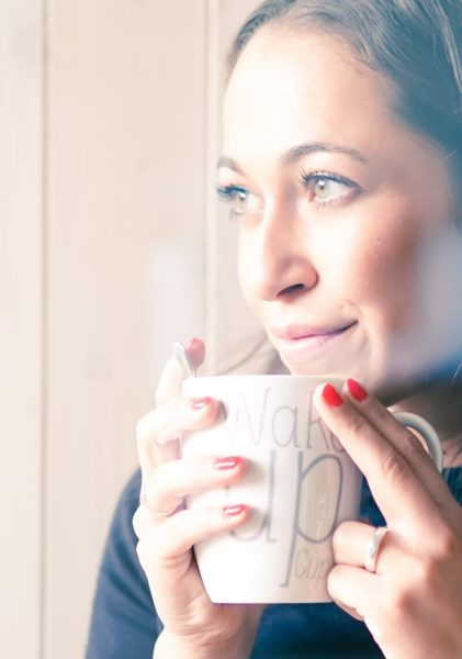 nood-Philosophie mit Mary von noodyou mit Teetasse